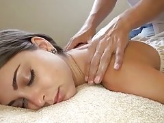 Chica blanca consigue el mejor masaje jamás! Riley reid