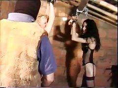 Peludo Paulina y amigo en bondage